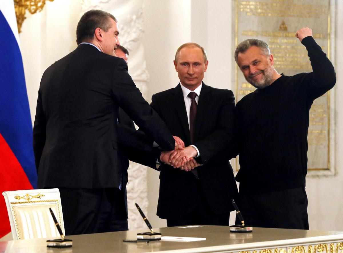 Сергей Аксенов, Владимир Константинов, Владимир Путин, Алексей Чалый (слева направо) / REUTERS
