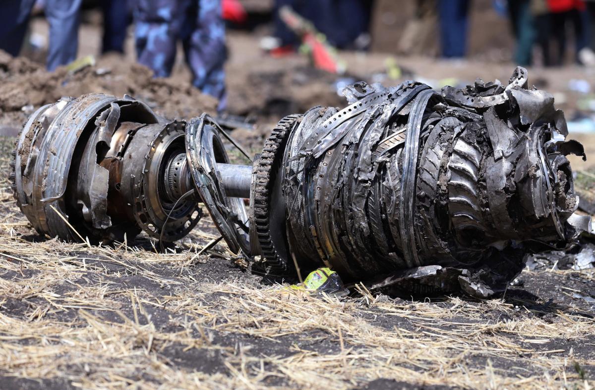 Часть двигателя разбившегося Boeing 737 MAX 8 / REUTERS