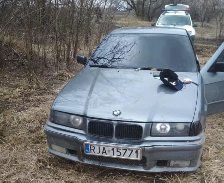 На прохання надати для перевірки документи у поліцейських полетіла граната / фото: Сергій Князєв/Facebook