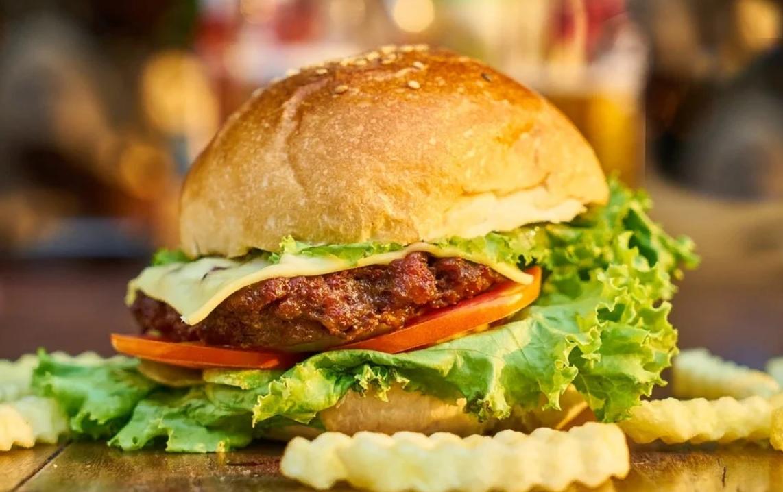 В субботу - день рождения гамбургера / фото zen.yandex.ru