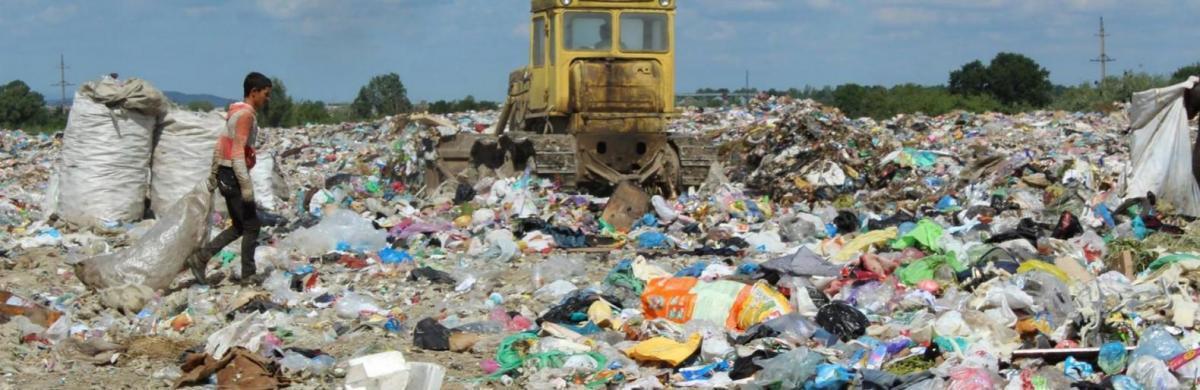 Розпорядженням голови ТОДА Степана Барни 14,5 га землі офіційно закріпили за Малашівським сміттєзвалищем, яке періодично використовували для політичного тиску / фото 0352.ua