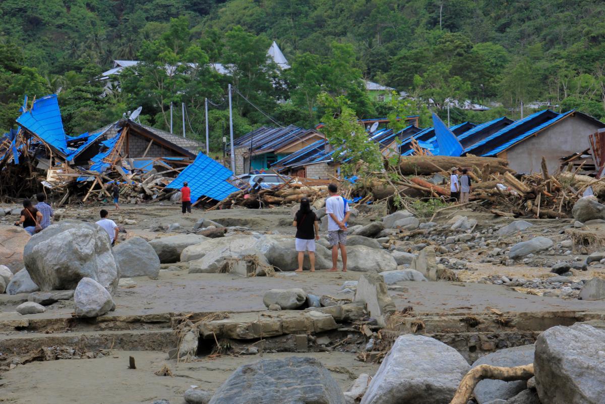 Последствия наводнения в Индонезии / REUTERS