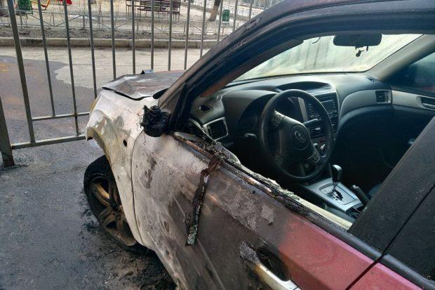 Огнем почти полностью был охвачен моторный отсек и частично салон легковушки \ kh.dsns.gov.ua