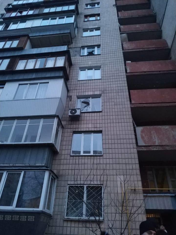 Повреждены стены подъезда и окна в квартирах / фото kiev.informator.ua