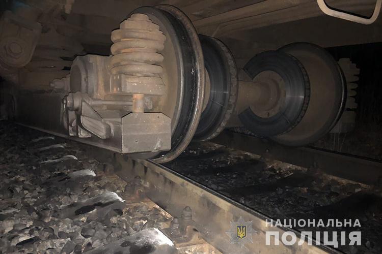 На рельсах обнаружили царапину бетонных шпал длиной 160 м / Фото пресс-службы Нацполиции Тернопольщины