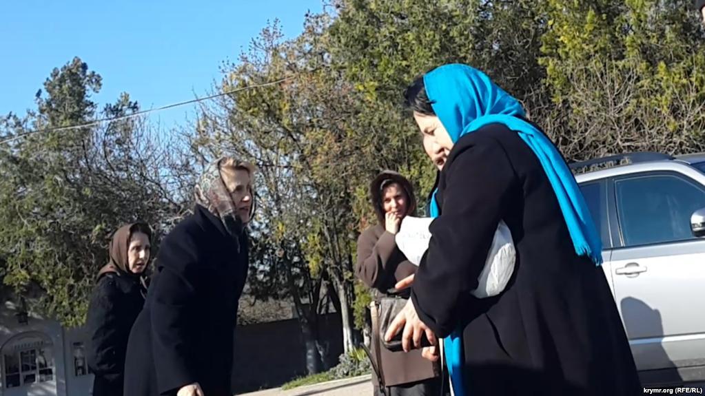 db965617f94e11 Людмила Янукович на кладовищі в Севастополі / фото Крим.Реалії
