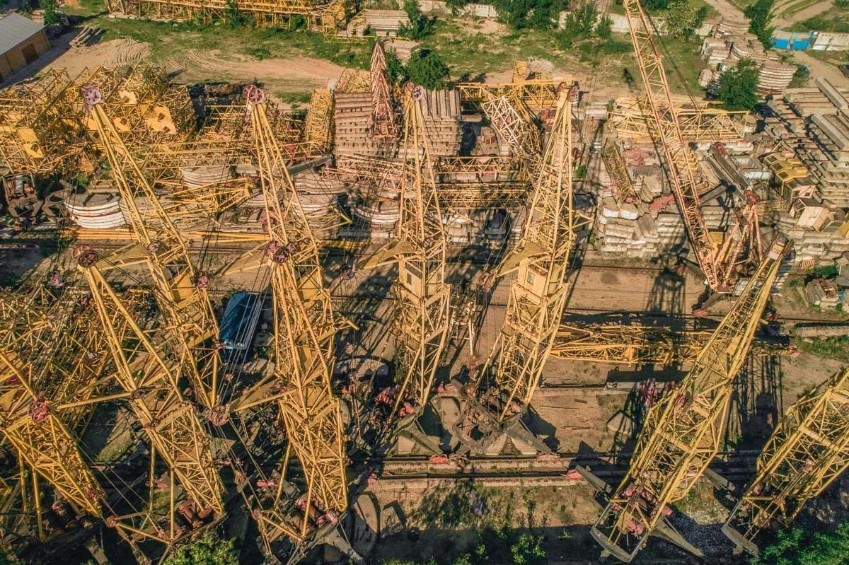 Вид на кладбище подъемных кранов с высоты / Фото informator.ua