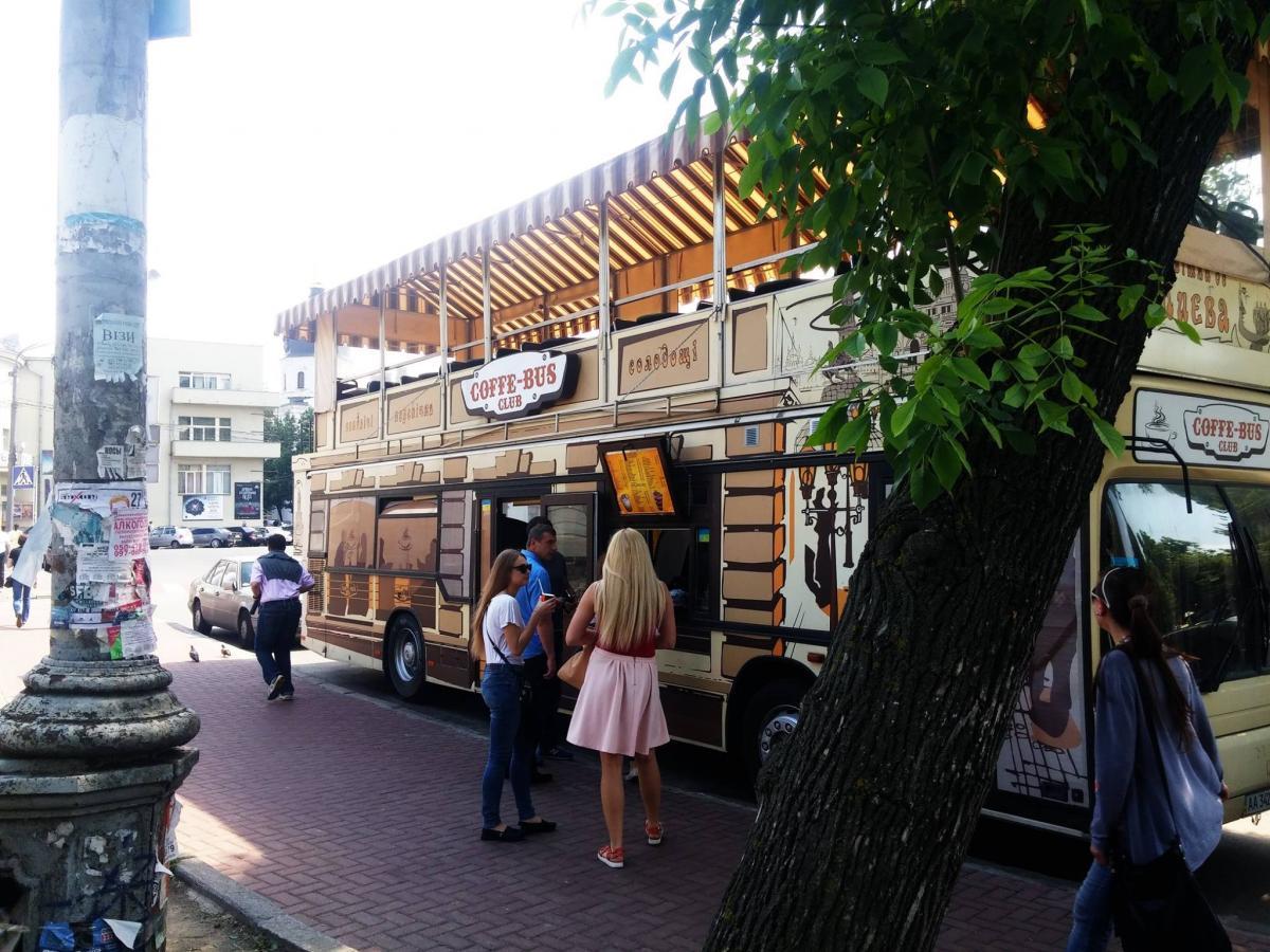 Кофебус на Контрактовой, вид снаружи / Фото facebook.com