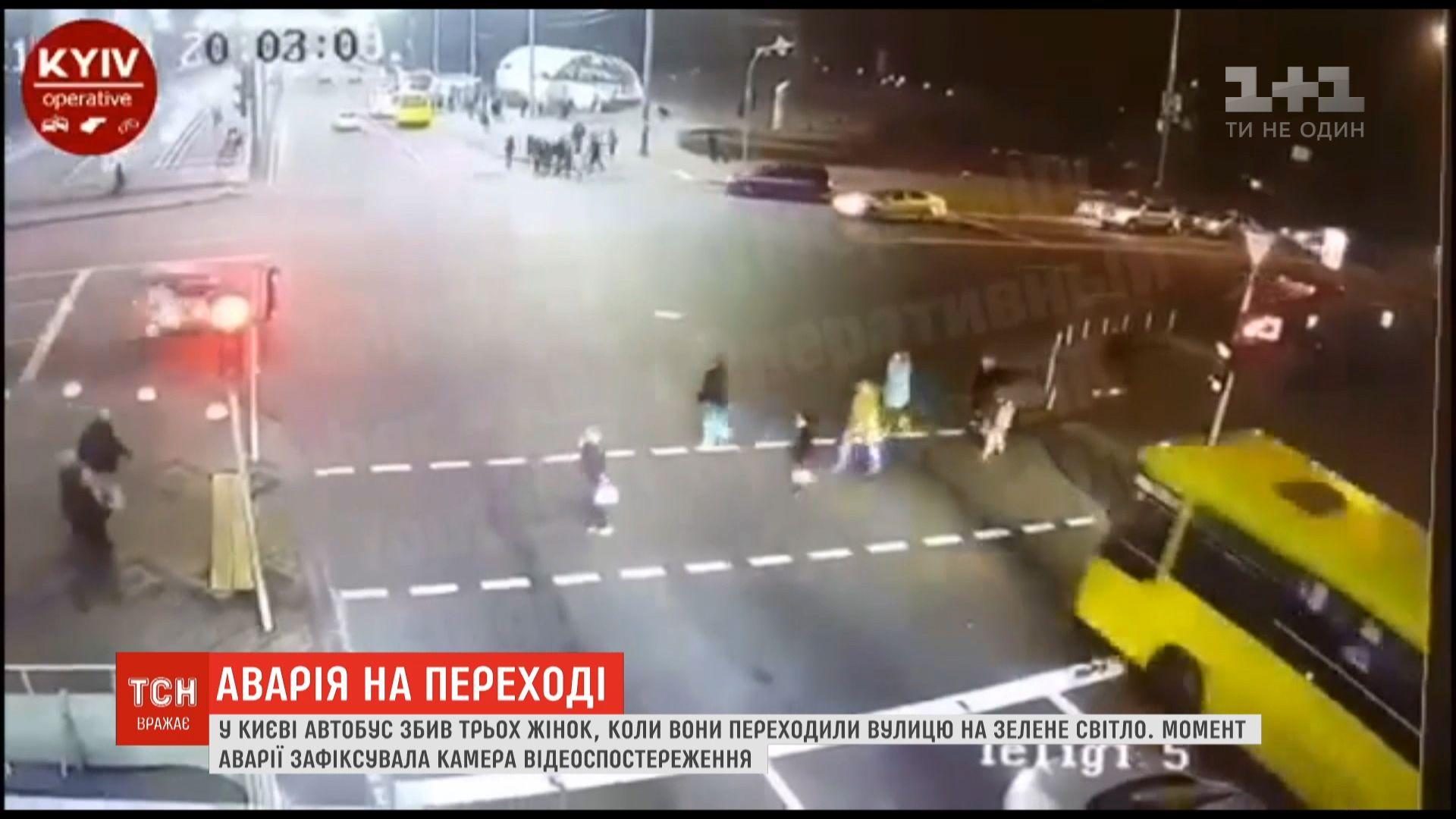 Автобус пронесся на красный свет/ скриншот