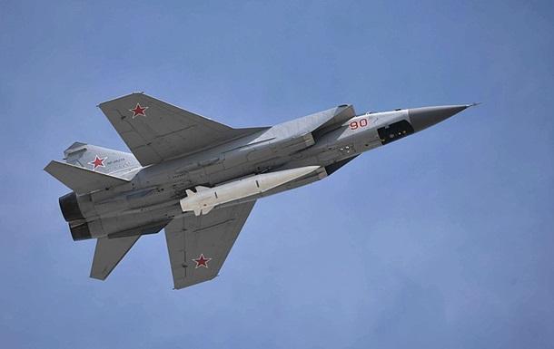 """Истребитель МиГ-31К с гиперзвуковой ракетой """"Кинжал"""" / фото: commons.wikimedia.org"""