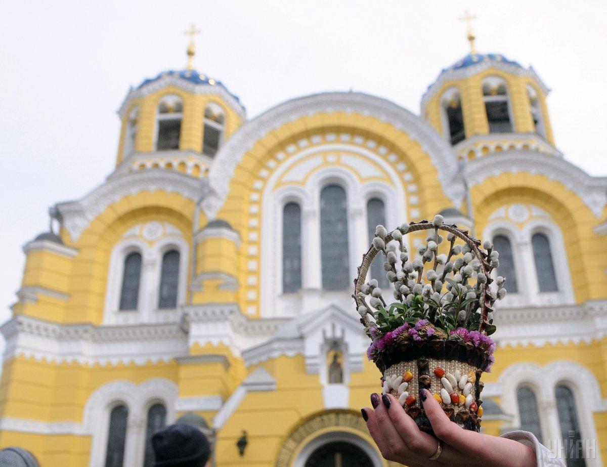 У це свято заведено освячувати вербні гілки / фото УНІАН