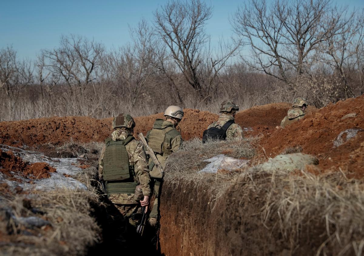 """Оккупанты за минувшие сутки пять раз нарушили режим """"тишины"""" на Донбассе, открывали огонь и 31 декабря / фото REUTERS"""