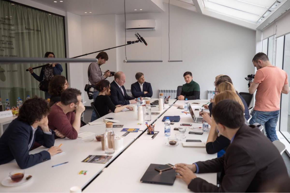 В команде сейчас активно работают экспертные группы / фото: штаб Зеленского