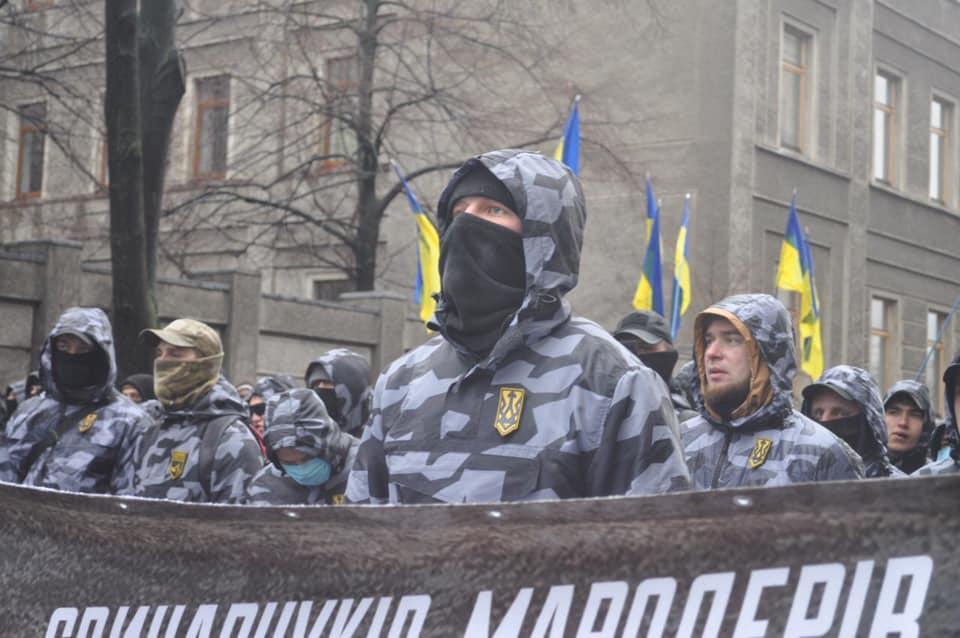 Участников акции против хищений в ОПК допустили в Администрацию президентаfacebook.com/ndkyiv