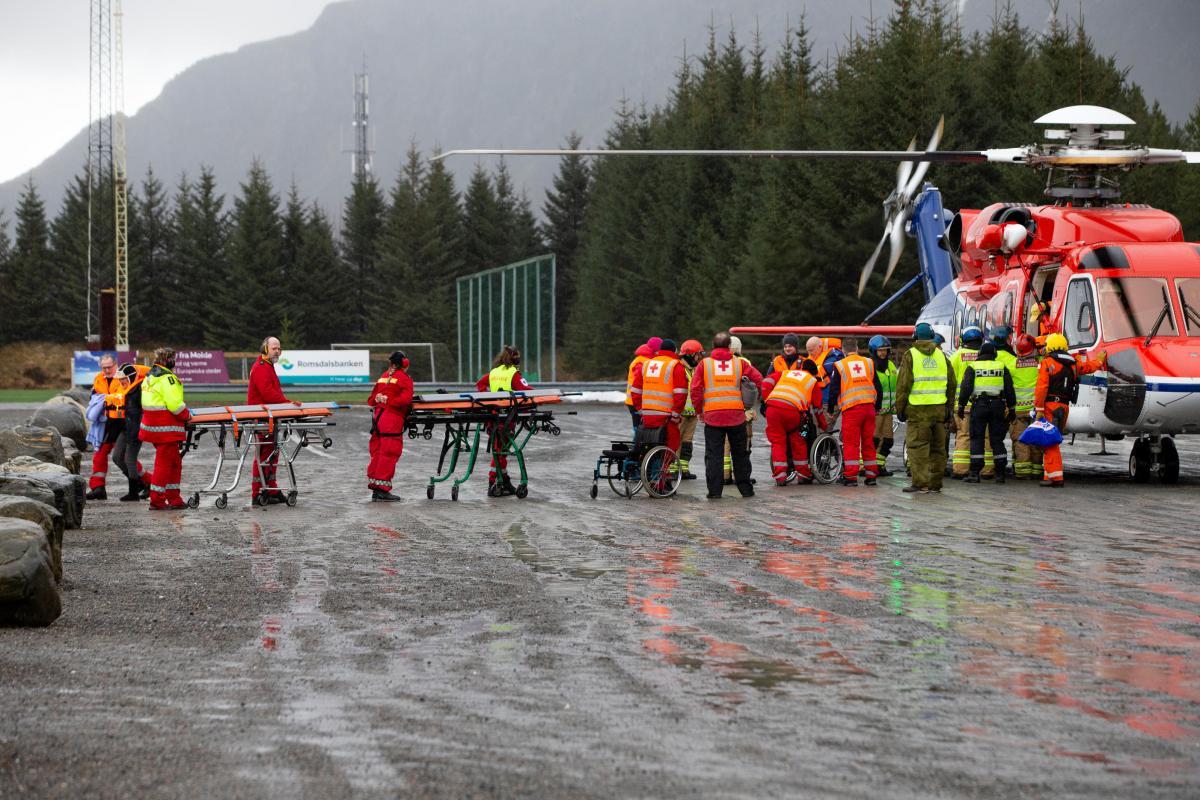 Эвакуация пассажиров с лайнера Vkiking Sky завершилась / REUTERS