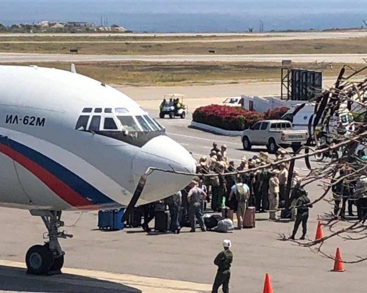 Российские военные прибыли в Венесуэлу 23 марта / фото twitter.com/guidoolimpio