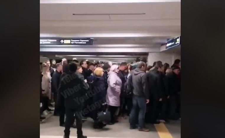 """Вход на """"Святошин"""" утром в понедельник был осложнен / Киев Оперативный"""