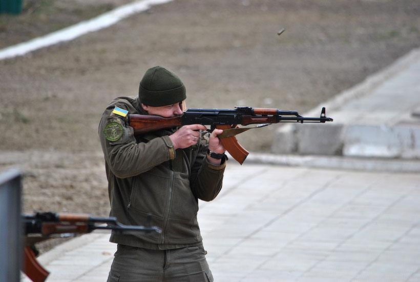 На змагання всі військовослужбовці приїхали зі своє штатною зброєю \ Нацгвардія