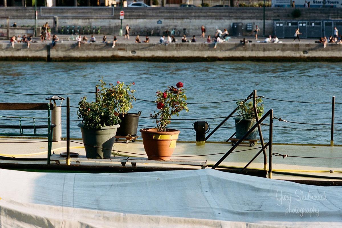 У Парижі кораблики перетворили на квартири / фото Yury Shulhevich