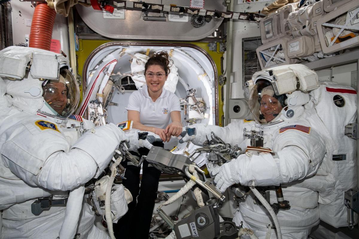 NASA не успеет привезти на МКС второй скафандр нужного размера / фото NASA