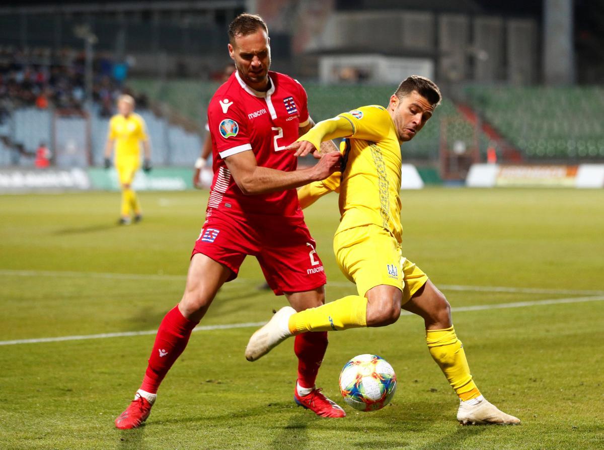 Жуниор Мораес (справа) в матче с Люксембургом / REUTERS