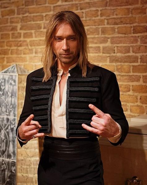 Популярний співак змінив імідж заради зйомок нового кліпу / Instagram Олег Винник