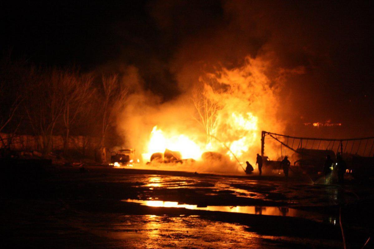 Полиция начала расследование пожара и взрывов в Кропивницком/ фото kr.dsns.gov.ua