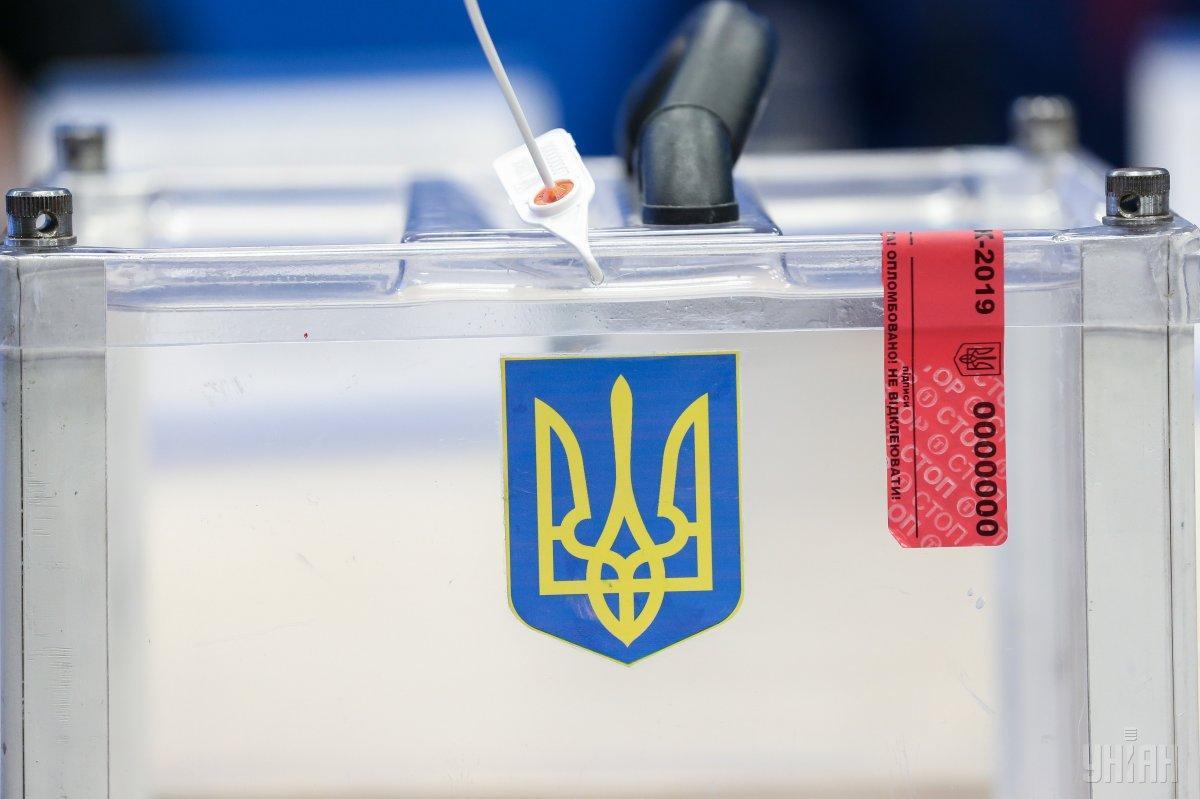 Українські виборці за кордоном можуть проголосувати на 101-му виборчому ділянці в 72 країнах світу / фото УНІАН