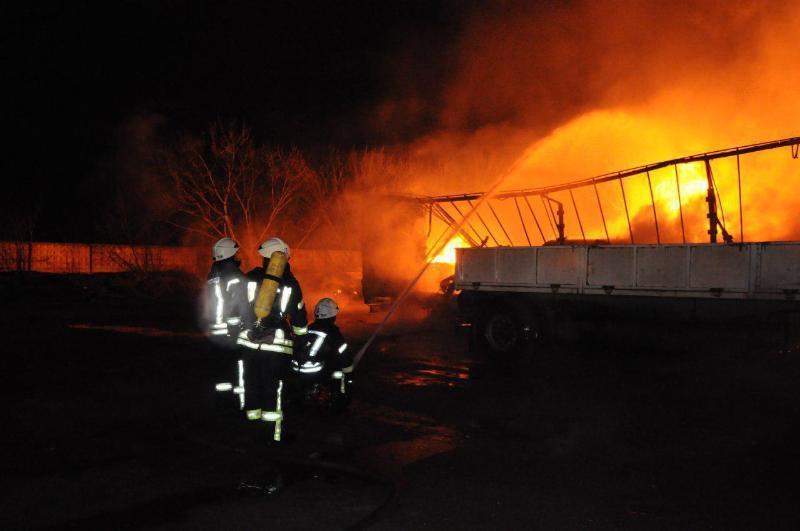 Что касается ситуации в Кропивницком, известно, что авария произошла не на самой заправке, а на газовозах / фото ГСЧС