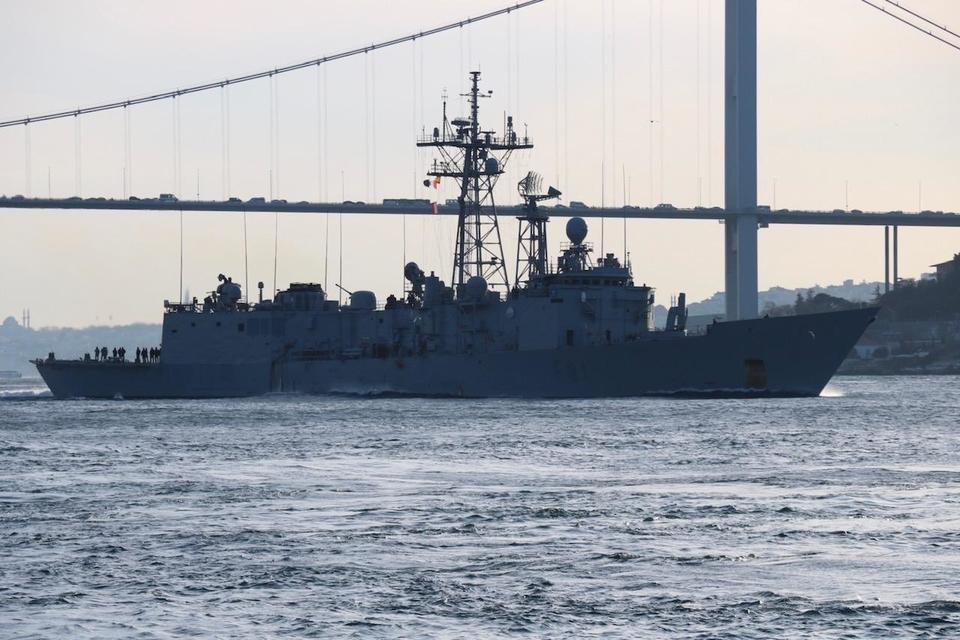 Корабли НАТО шли в сопровождении кораблей береговой охраны / CNN Turk.com
