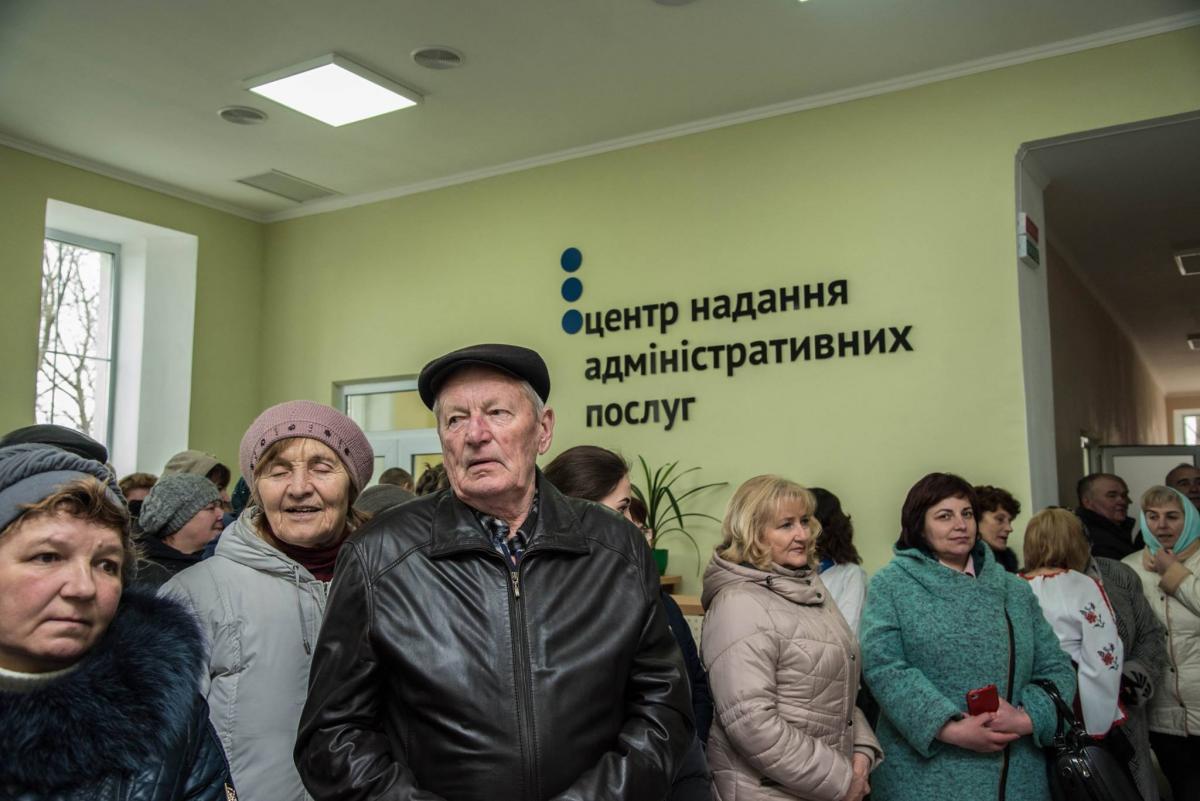 На Тернопільщині у Великодедеркальській ОТГ відкрили сучасний ЦНАП (фото) -  новини України | УНІАН