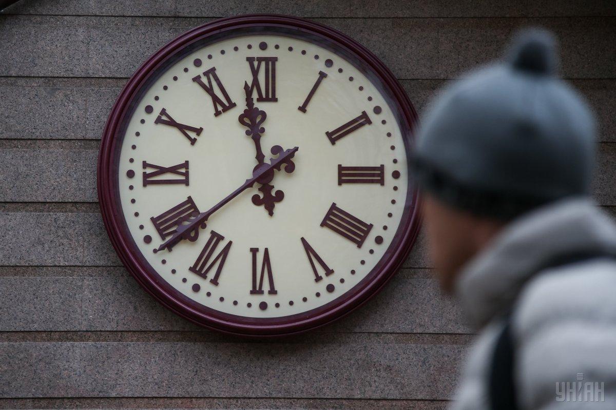Рада скасувала (залишила) перехід на літній час - переведення годинників / УНІАН