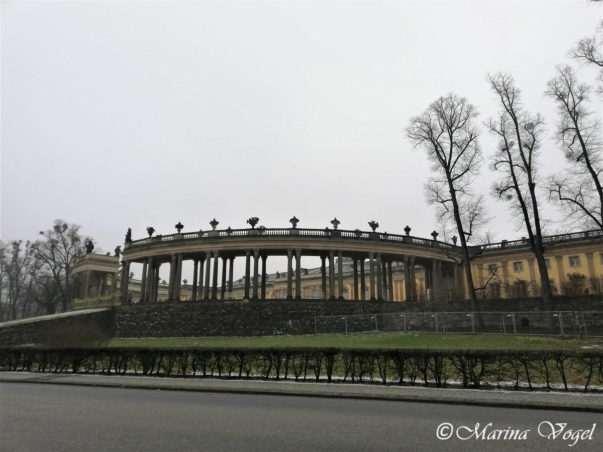 Вид на Дворец Сансуси с дороги / Фото Марина Григоренко