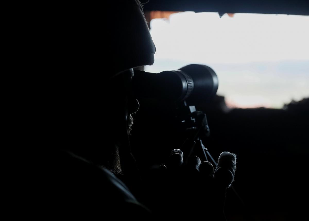 Силы ОС контролируют противника на линии соприкосновения / REUTERS