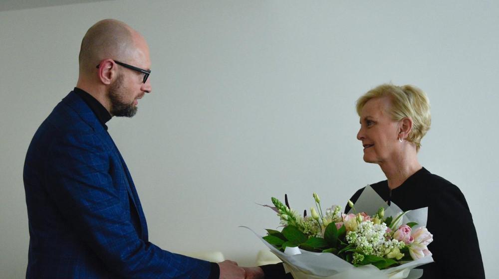 Арсений Яценюк подчеркнул, что для него большая честь встретиться с госпожой Маккейн / фото nfront.org.ua