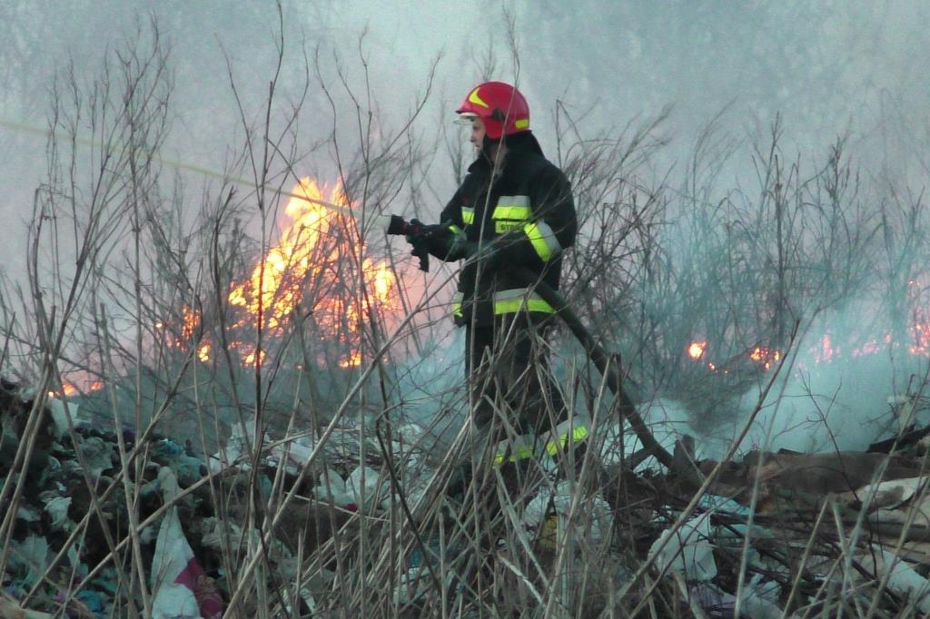 Пожар тушат второй день / Фото cn.dsns.gov.ua