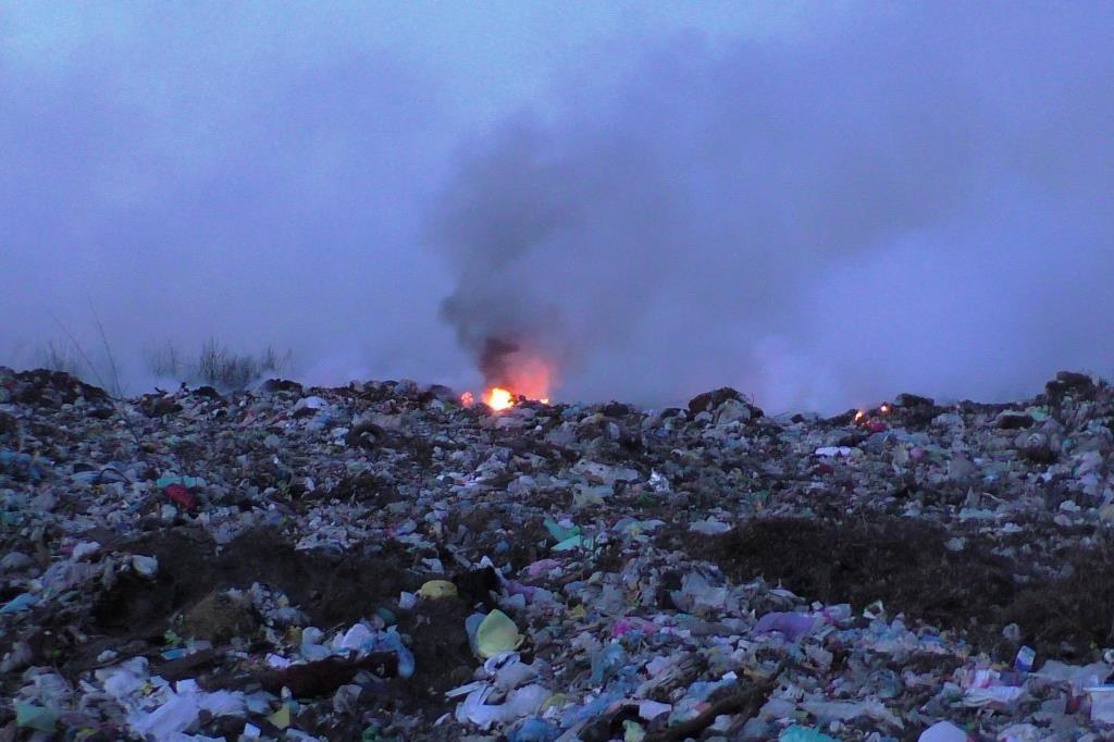Свалка горит отдельными очагами / Фото cn.dsns.gov.ua