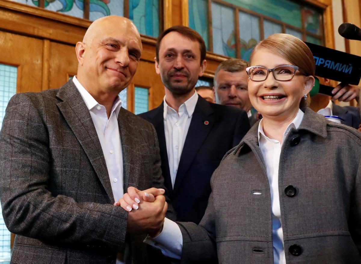 Oleksandr Tymoshenko (left) accompanied his wife / REUTERS