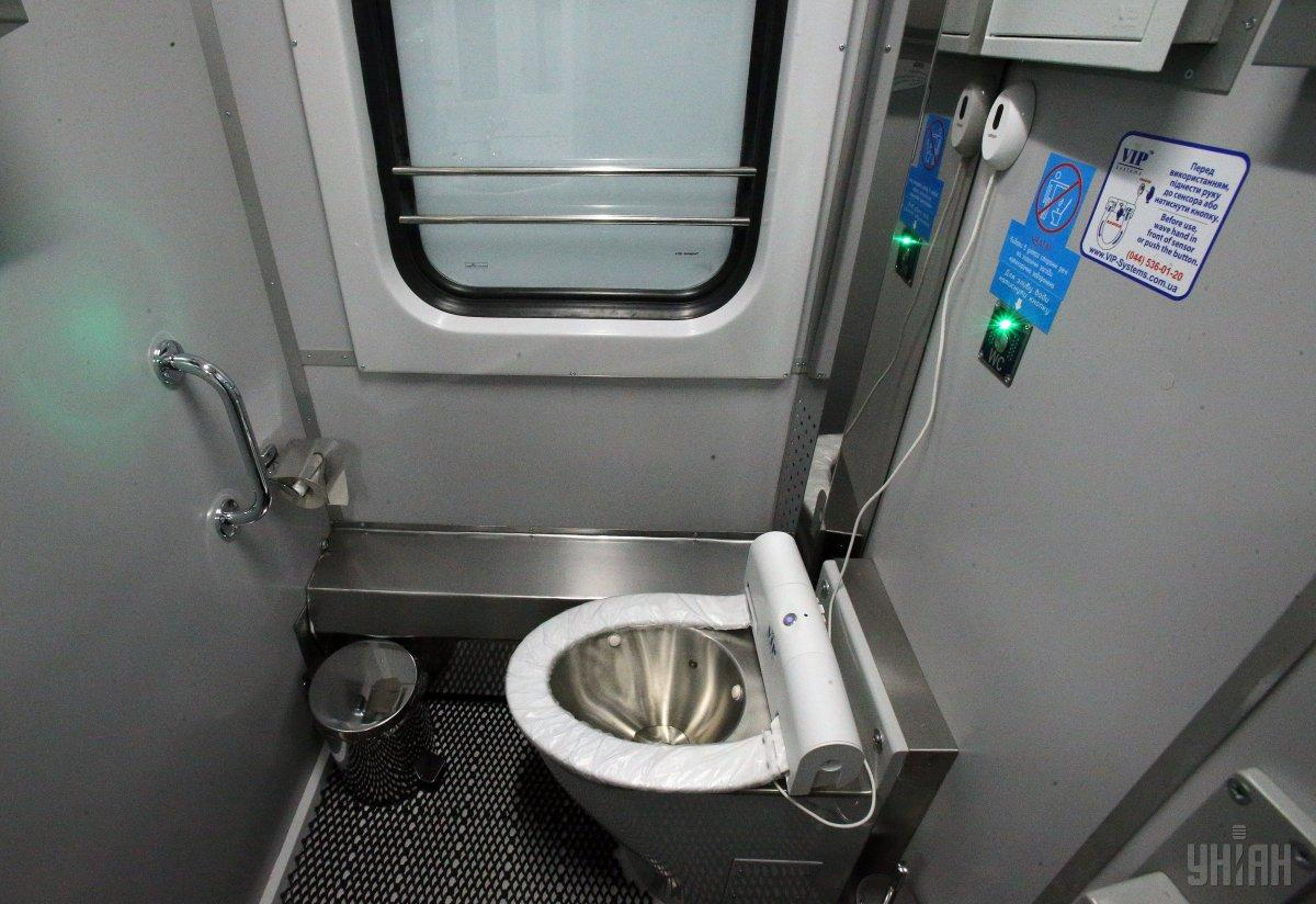 Кравцов: поезда должны выходить в рейс исправными и чистыми / фото УНИАН