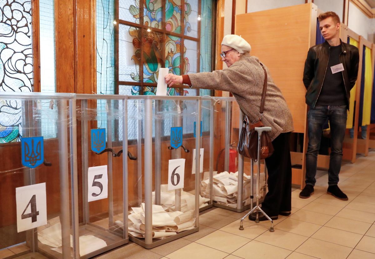 Практично усі виборчі дільниці України відкрилися, крім однієї / фото REUTERS