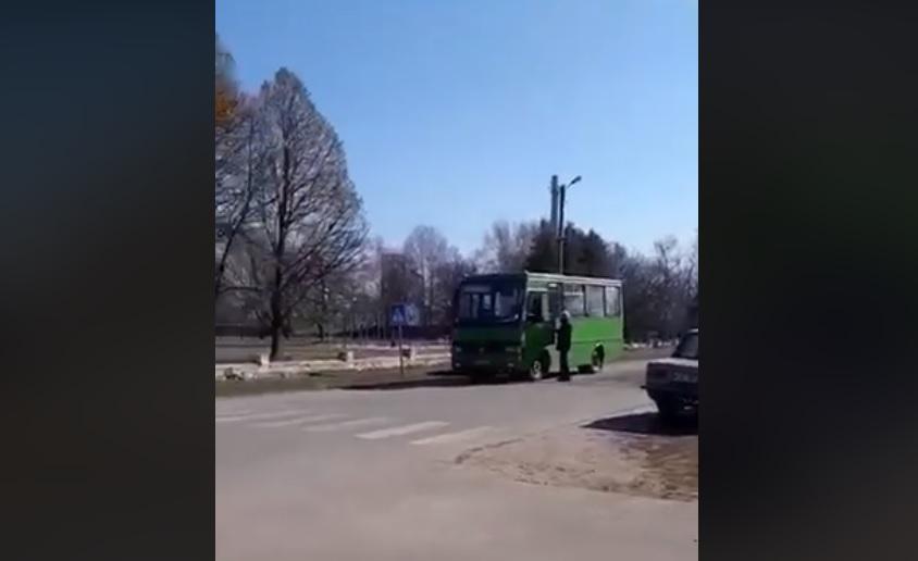 В Сумской области зафиксировано несколько эпизодов централизованного подвоза избирателей к участкам / Скриншот Facebook - Марина Нагорная