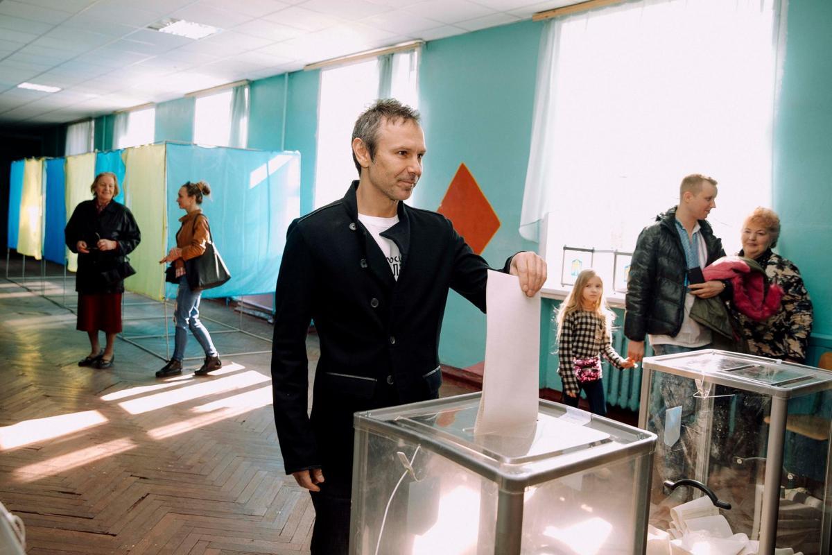 Вакарчук голосував у Києві / фото facebook/sviatoslav.vakarchuk