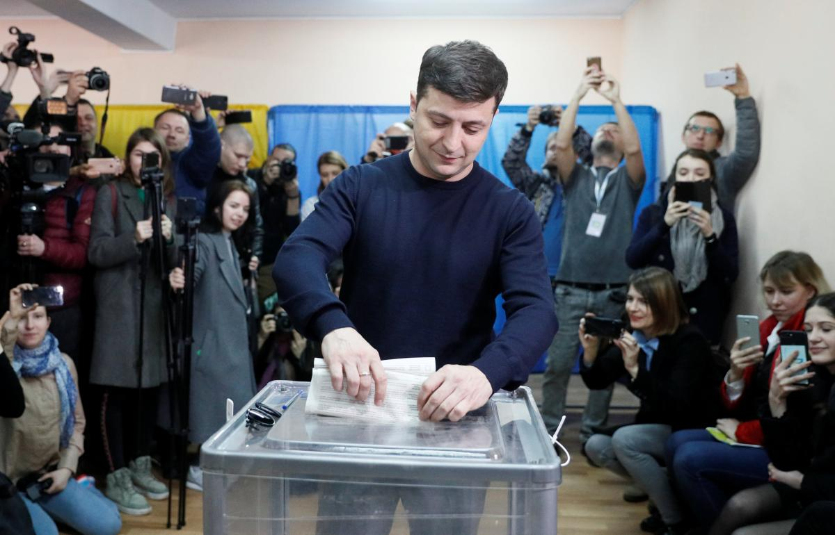 Volodymyr Zelensky is in the lead, exit poll results show / REUTERS