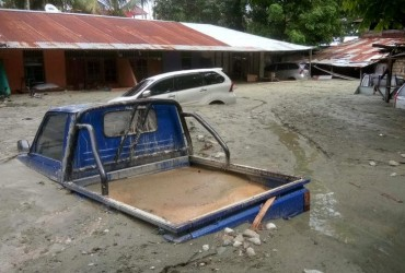 В Индонезии продолжает увеличиваться число жертв наводнения