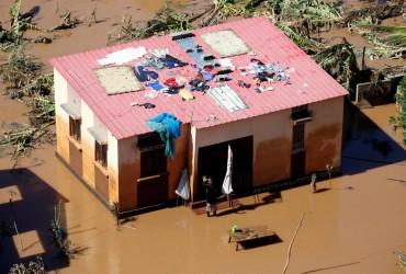 Кількість загиблих внаслідок циклону в Мозамбіку перевищила 400 осіб (відео)
