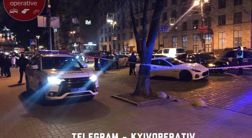 У центрі Києва водій Maserati влаштував стрілянину через ДТП (фото, відео)