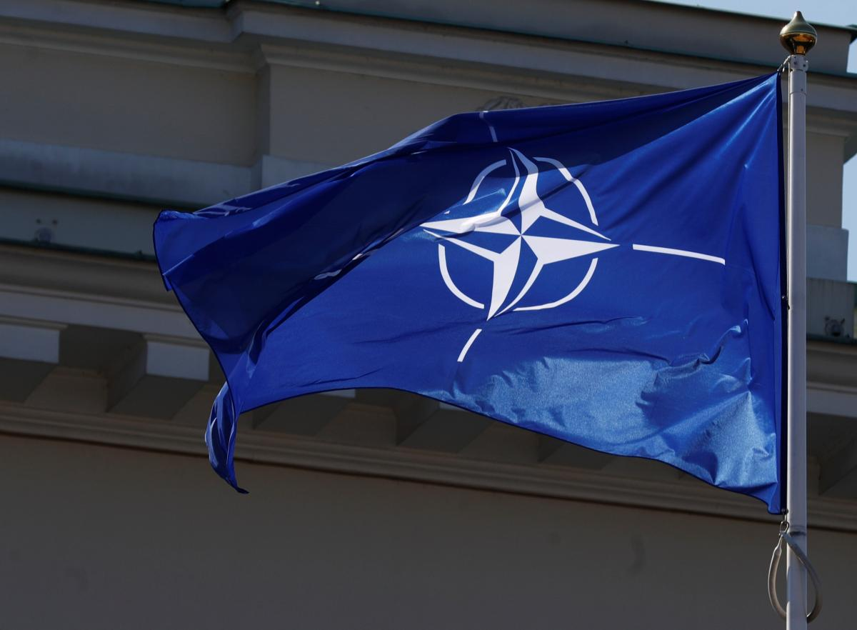 Большинство украинцев поддерживают курс Украины в НАТО / фото REUTERS