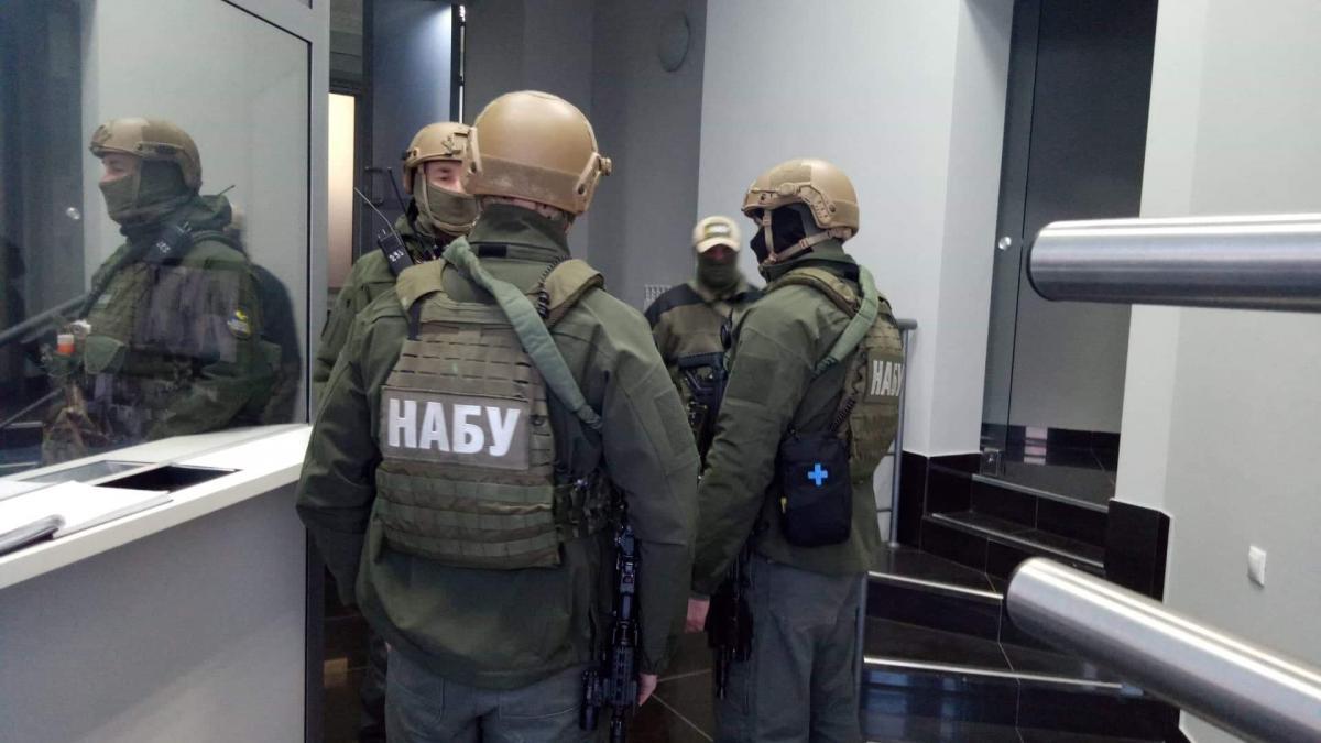 Правоохранители утром заблокировали вход в кабинет/ фото: УНИАН