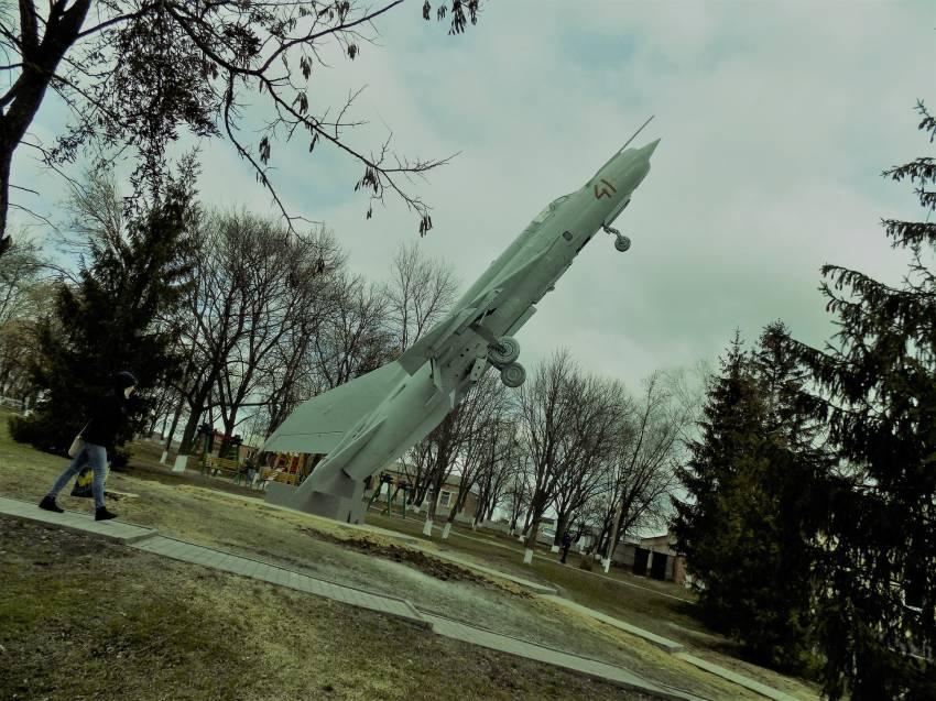 Вага літака - близько 5 тонн, висота – 13 метрів \ Фото: Коломацької селищної ради