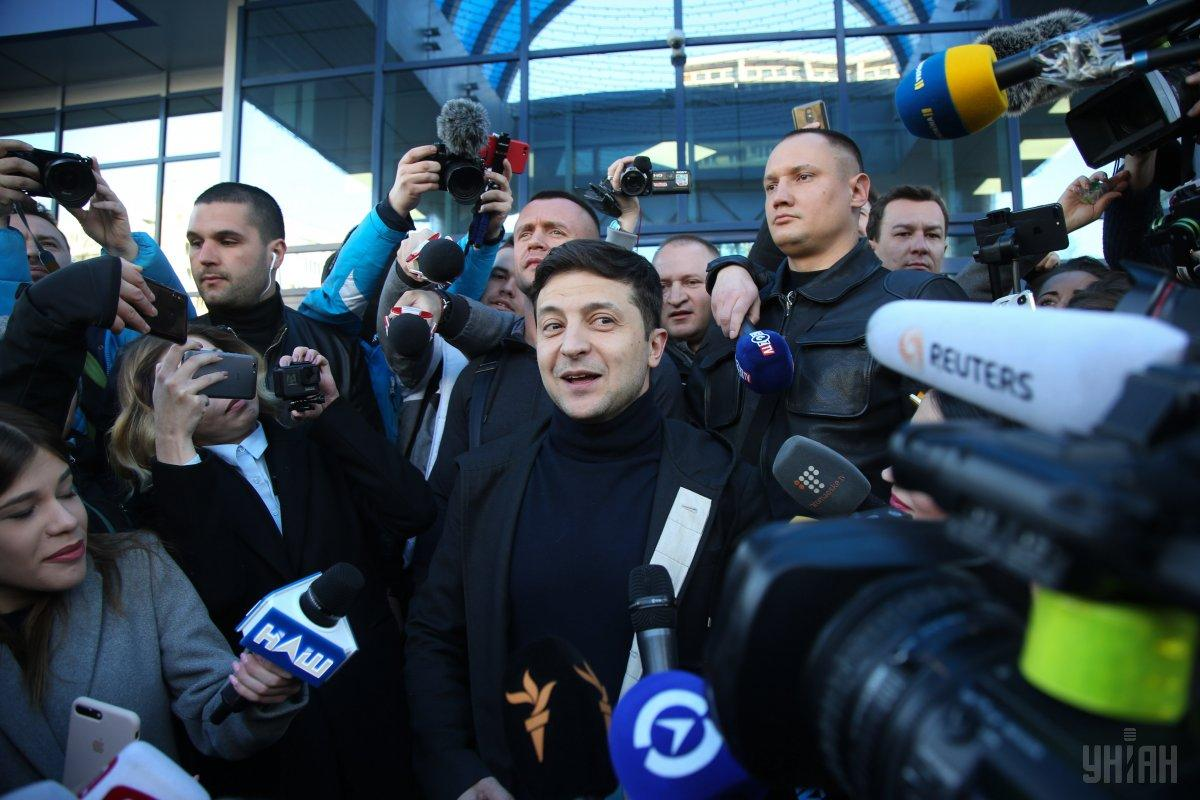 Зеленський значно випереджає діючого президента за електоральними симпатіями / фото УНІАН